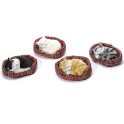 Set 4 gatti decorativi in finto pelo che dorme nella cuccia